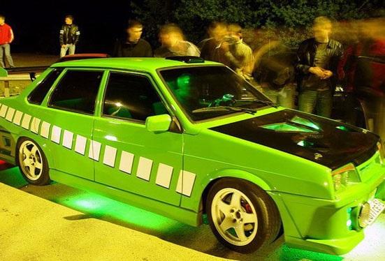Яркий цвет авто