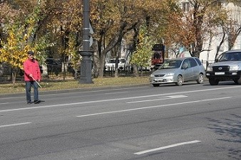Пропустить слепого пешехода