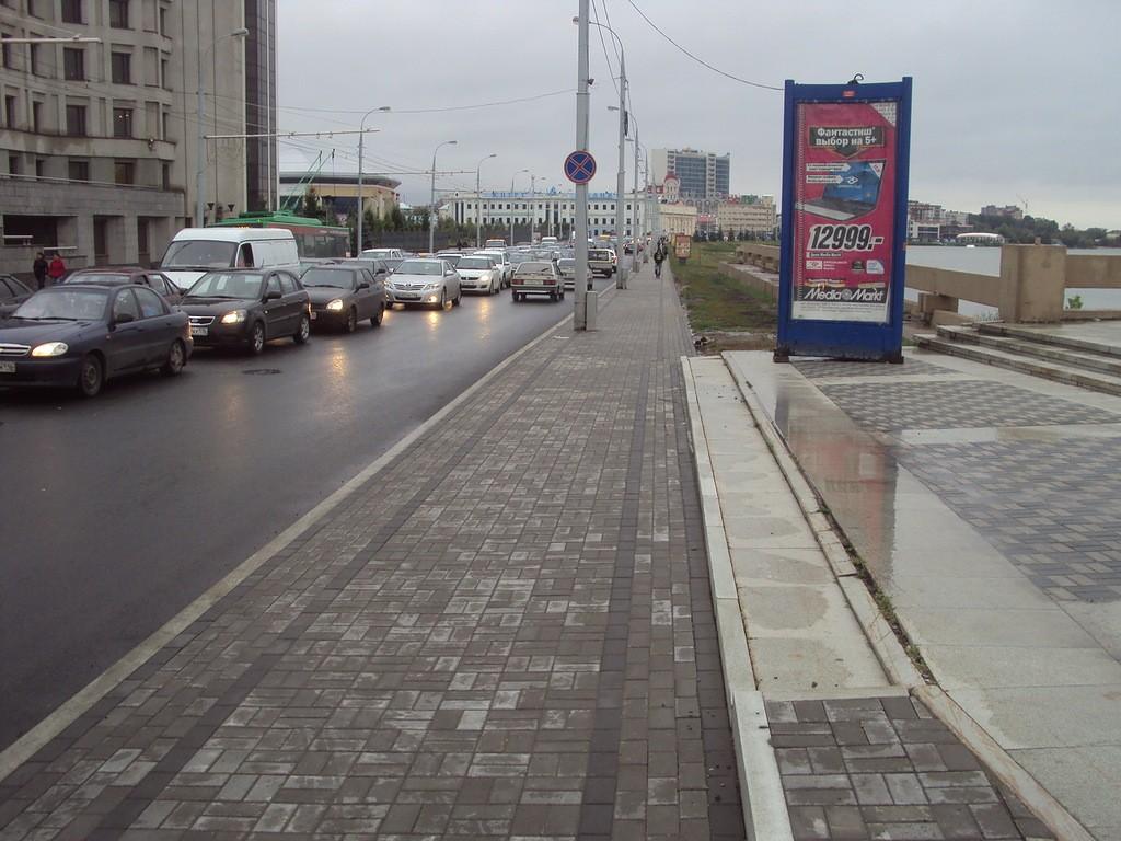 """Как отличить тротуар от проезжей части? Существует ли специальный знак """"тротуар""""?"""