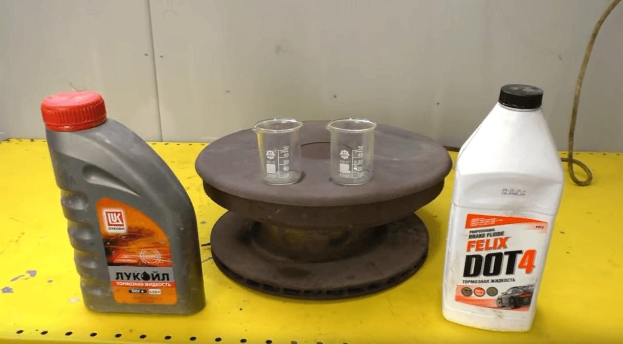 Как самому правильно поменять тормозную жидкость?
