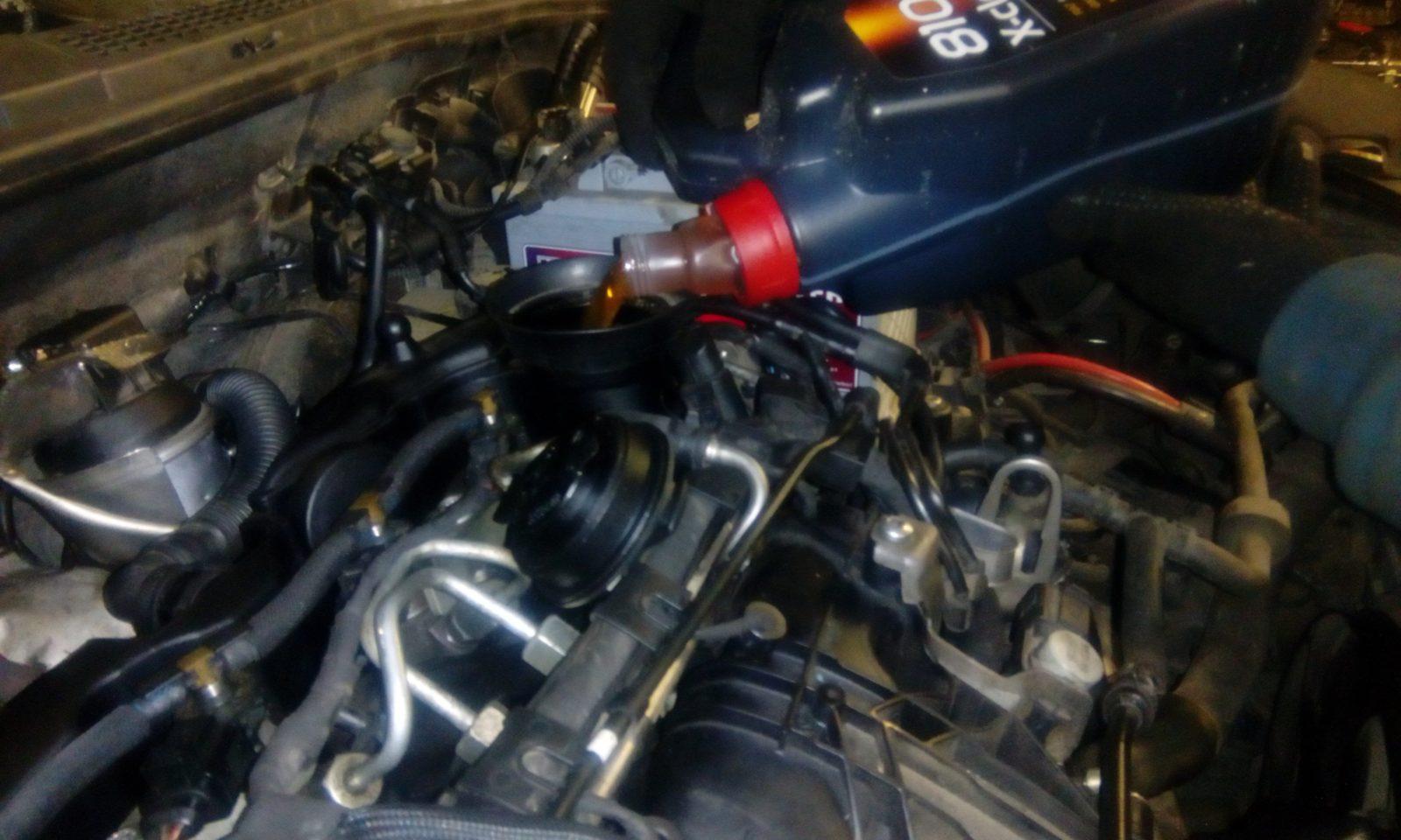 Как часто нужно менять масло в двигателе?