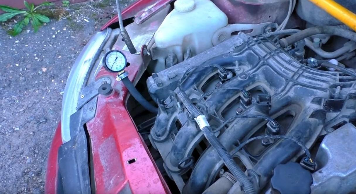 Зачем нужно заливать ацетон в бак автомобиля?