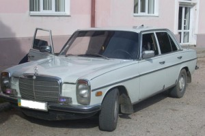Мерседес 1975 года