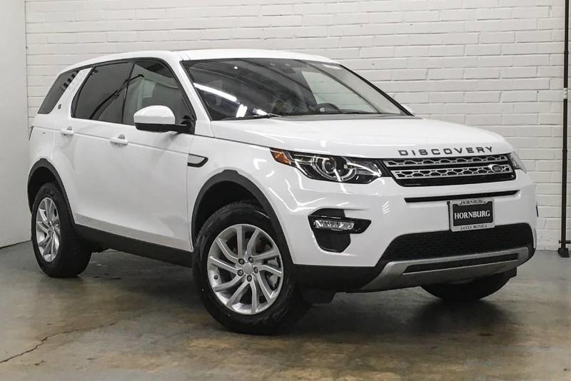 Кроссоверы Land Rover Discovery и Audi Q7